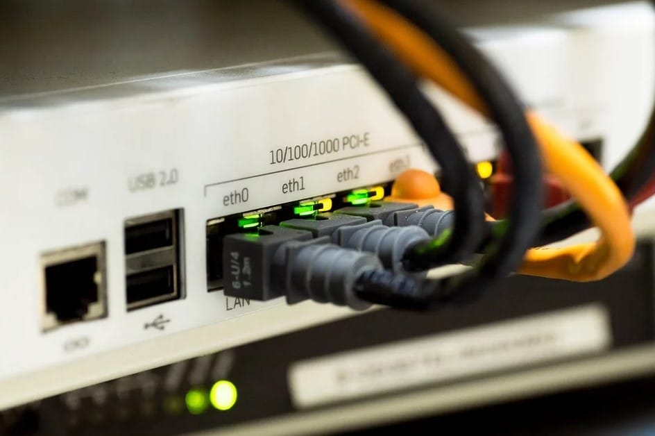 how does wired internet work
